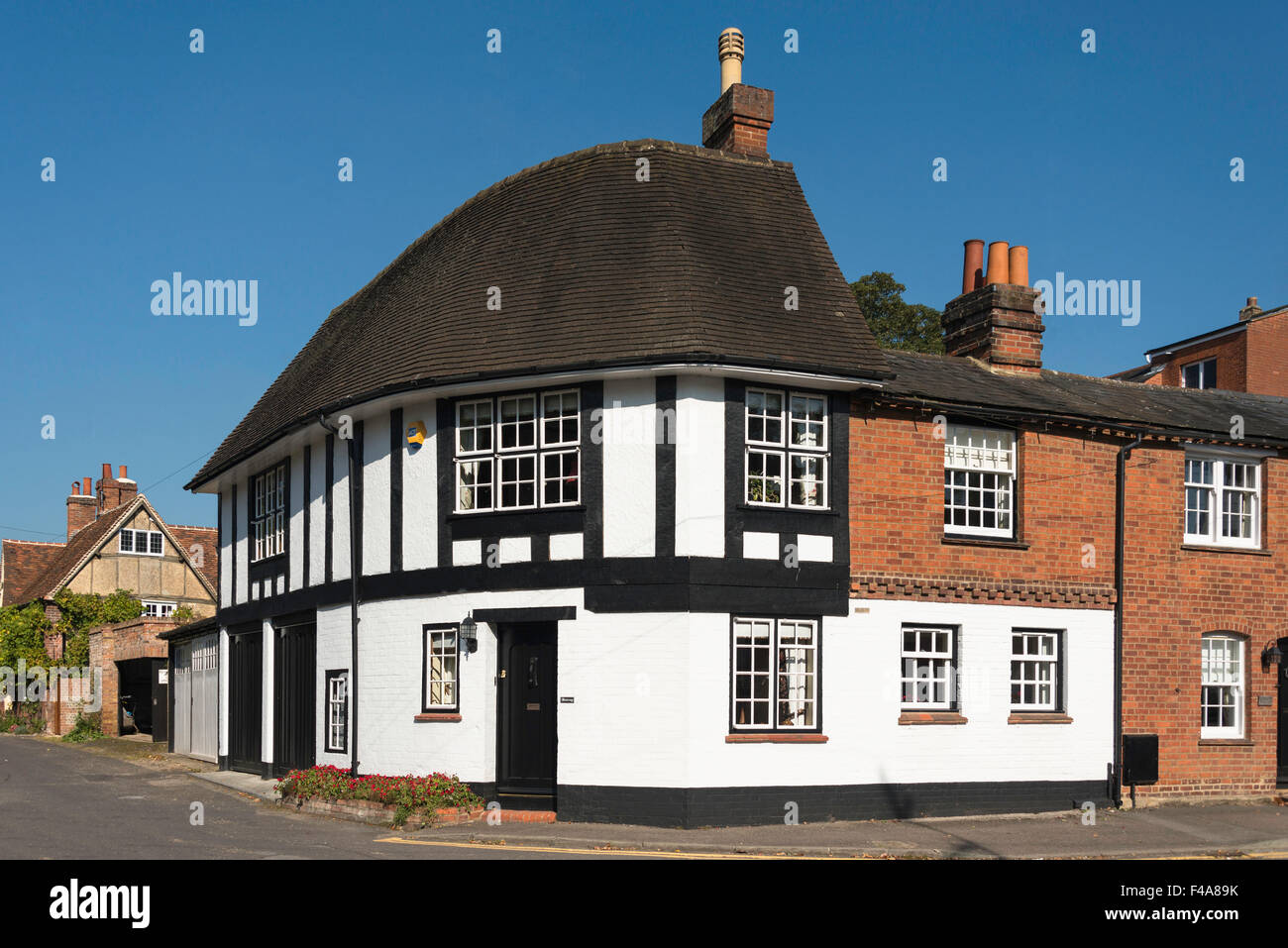 Period corner house, School Lane, Wargrave, Berkshire, England, United KIngdom - Stock Image