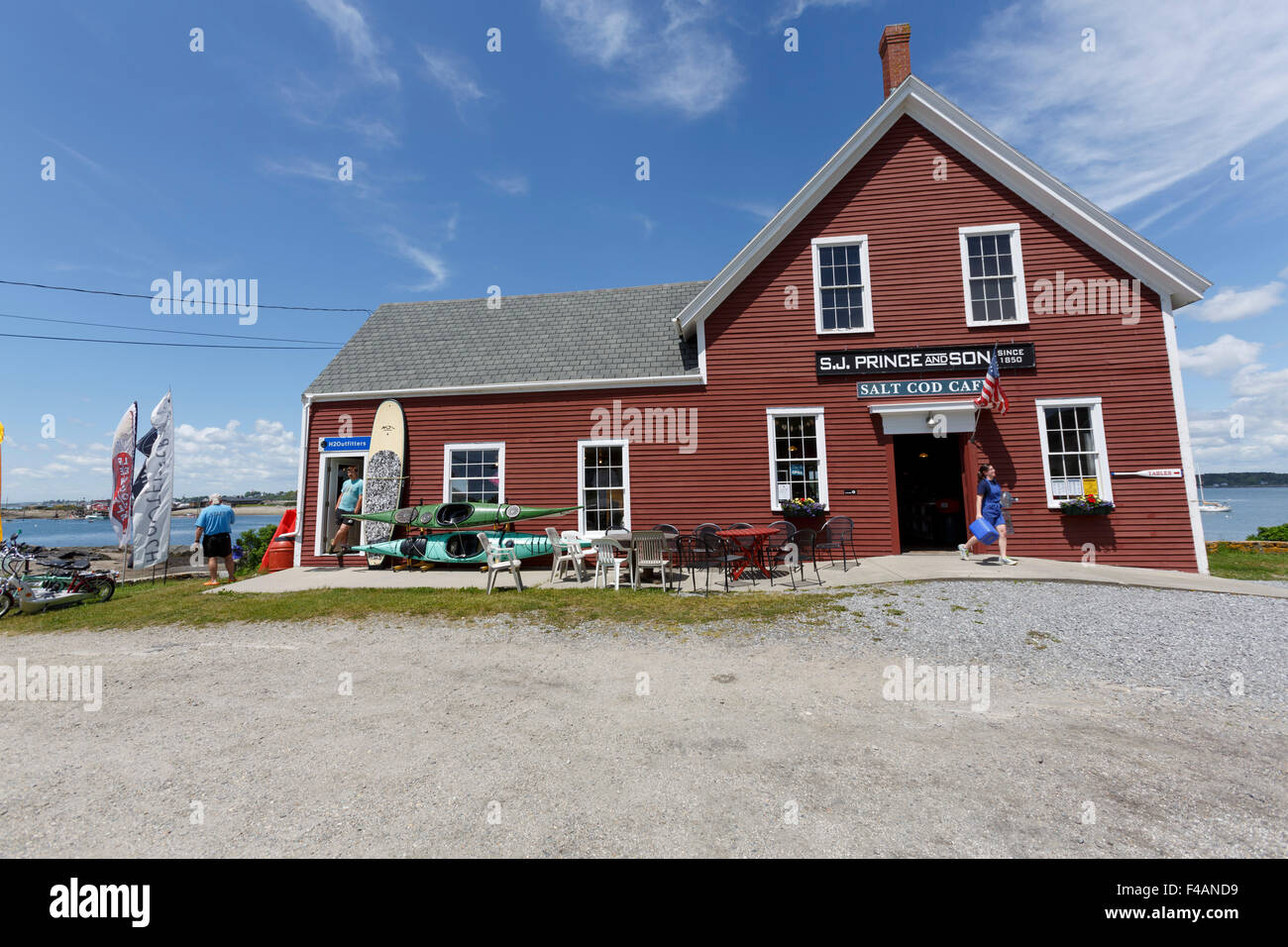 The old wooden S.J. Prince and Sons Salt Cod Cafe, store with kayak hire, Neck Rd on Orr's Island Harpswell - Stock Image