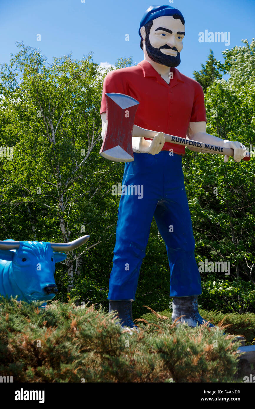 Babe the Blue Ox stands next to Paul Bunyan in front of the Rumford Visitor Center, Maine USA - Stock Image
