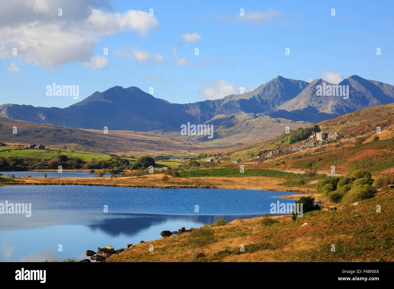 View to Mount Snowdon horseshoe mountains across Llynnau Mymbyr lakes in Snowdonia National Park (Eryri) in autumn. - Stock Image