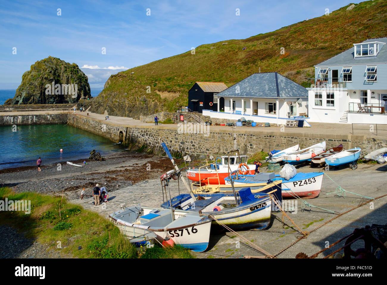 Mullion Cove with fishing boats, Mullion, The Lizard Peninsula, Cornwall, England, UK - Stock Image