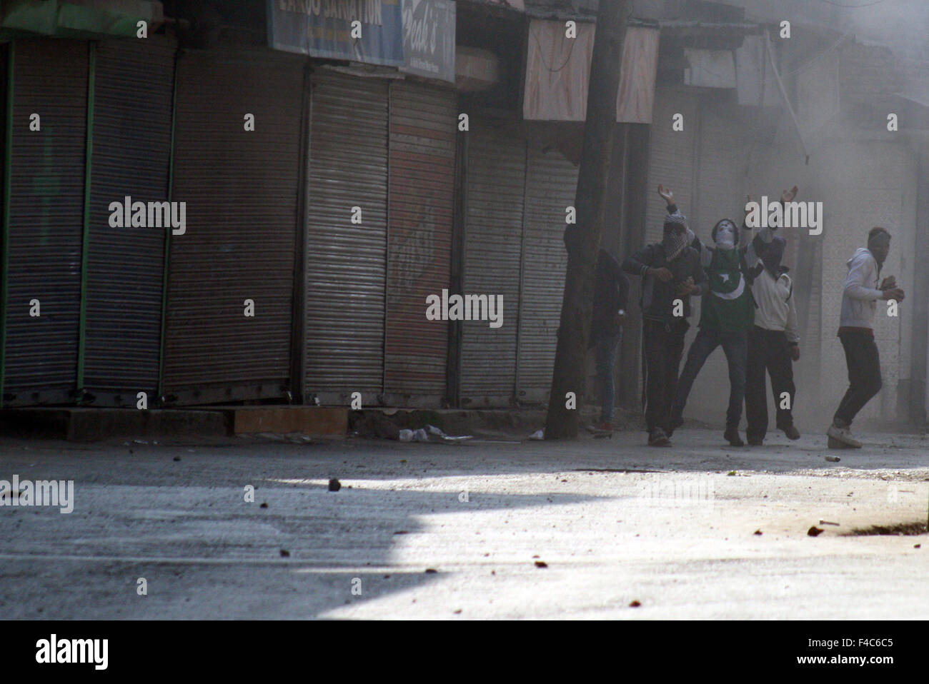 Srinagar, Indian Administered Kashmir:16 October. kashmiri Muslim protestors shouts slogans during clashes Immmediately - Stock Image
