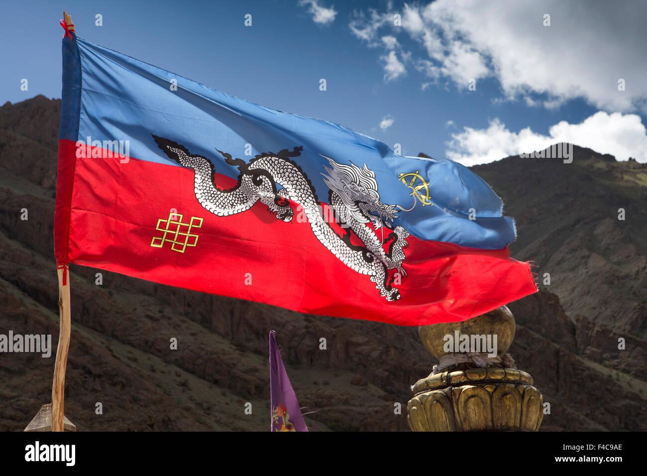 India, Jammu & Kashmir, Ladakh, Hemis Gompa Monastery, Drukpa Buddhist tradition flag flying from roof - Stock Image