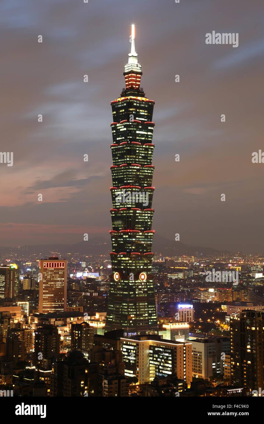 Taipeh in Taiwan mit Taipei 101 Hochhaus - Stock Image