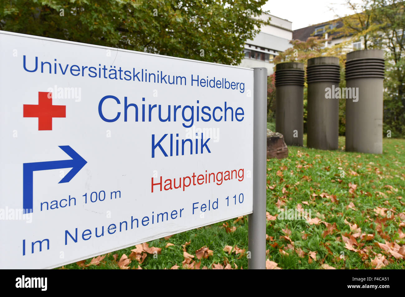 Heidelberg, Germany. 16th Oct, 2015. A sign points to the Chirurgische Klinik (lit. surgical clinic) at the Universitaetsklinikum - Stock Image