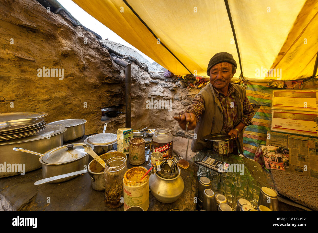 Dhaba Owner on the way to Kaza near Batal - Stock Image