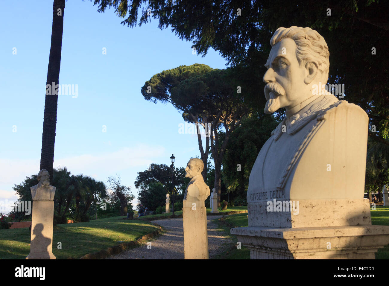 Busts of Italian patriots of the Risorgimento on the Passeggiata del Gianicolo (Giuseppe Dezza in foreground) Rome, - Stock Image
