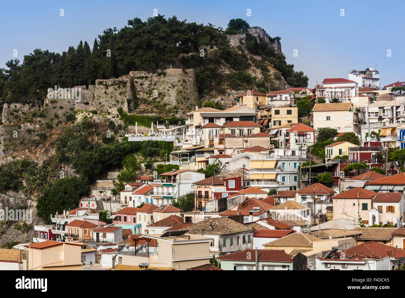Greece, Epirus, Parga, elevated view of town and Venetian Castle, morning - Stock Image