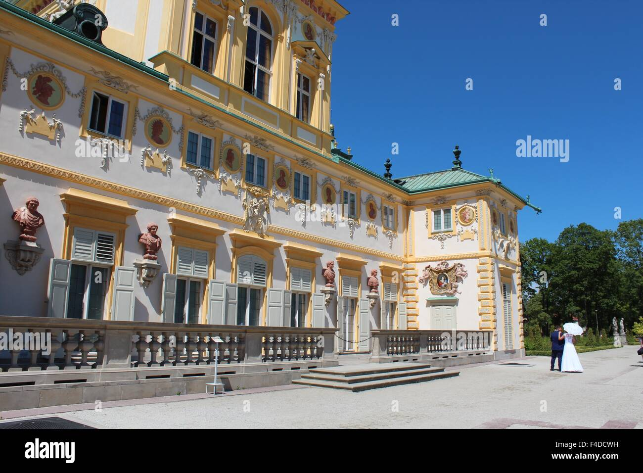 Newlyweds at Wilanów Palace in Warsaw, Poland - Stock Image