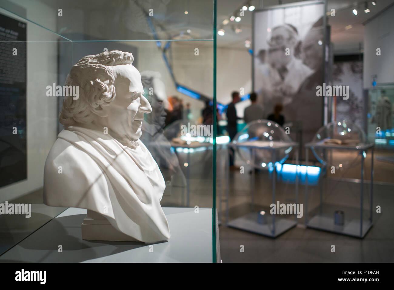 Germany, Berlin, Kreuzberg, Jewish Museum Berlin, Daniel Libeskind, architect, New Building, bust of Moses Mendelssohn, - Stock Image