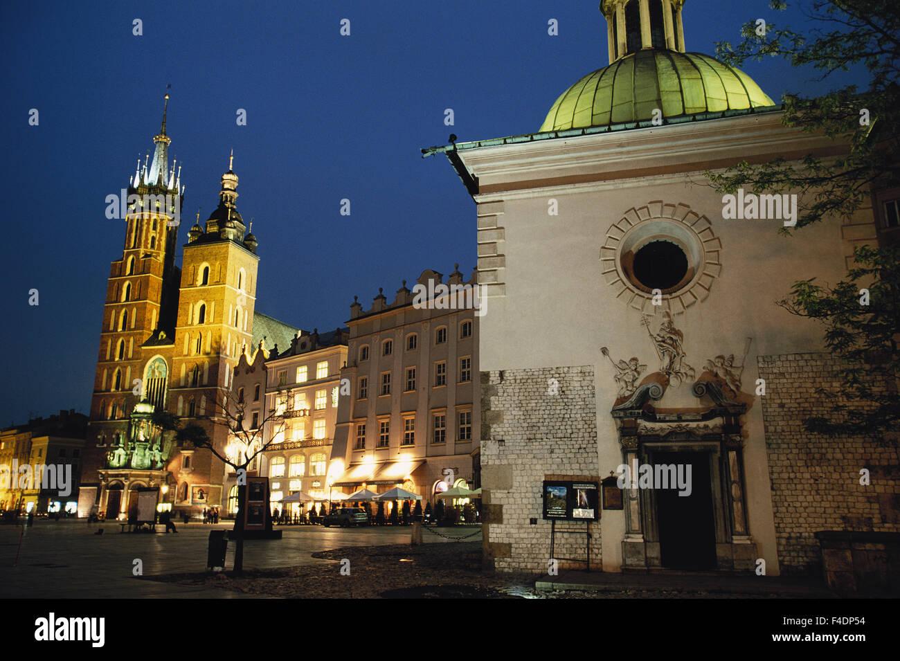 Poland, Krakow. Rynek Glowny Square, and St Mary's Basilica. (Large format sizes available) - Stock Image