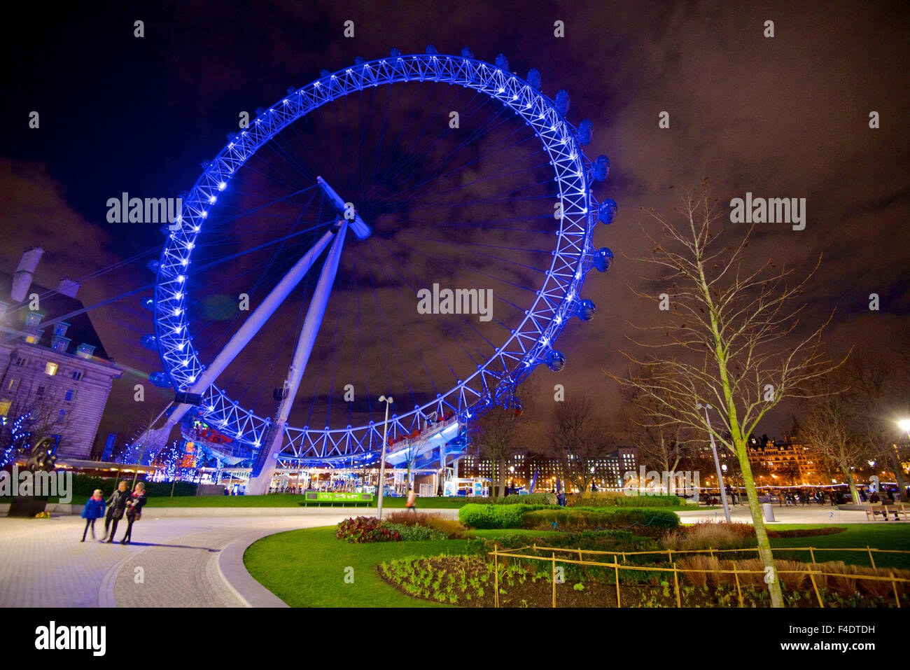 Nightime view of London's Big Wheel. (Large format sizes available) - Stock Image