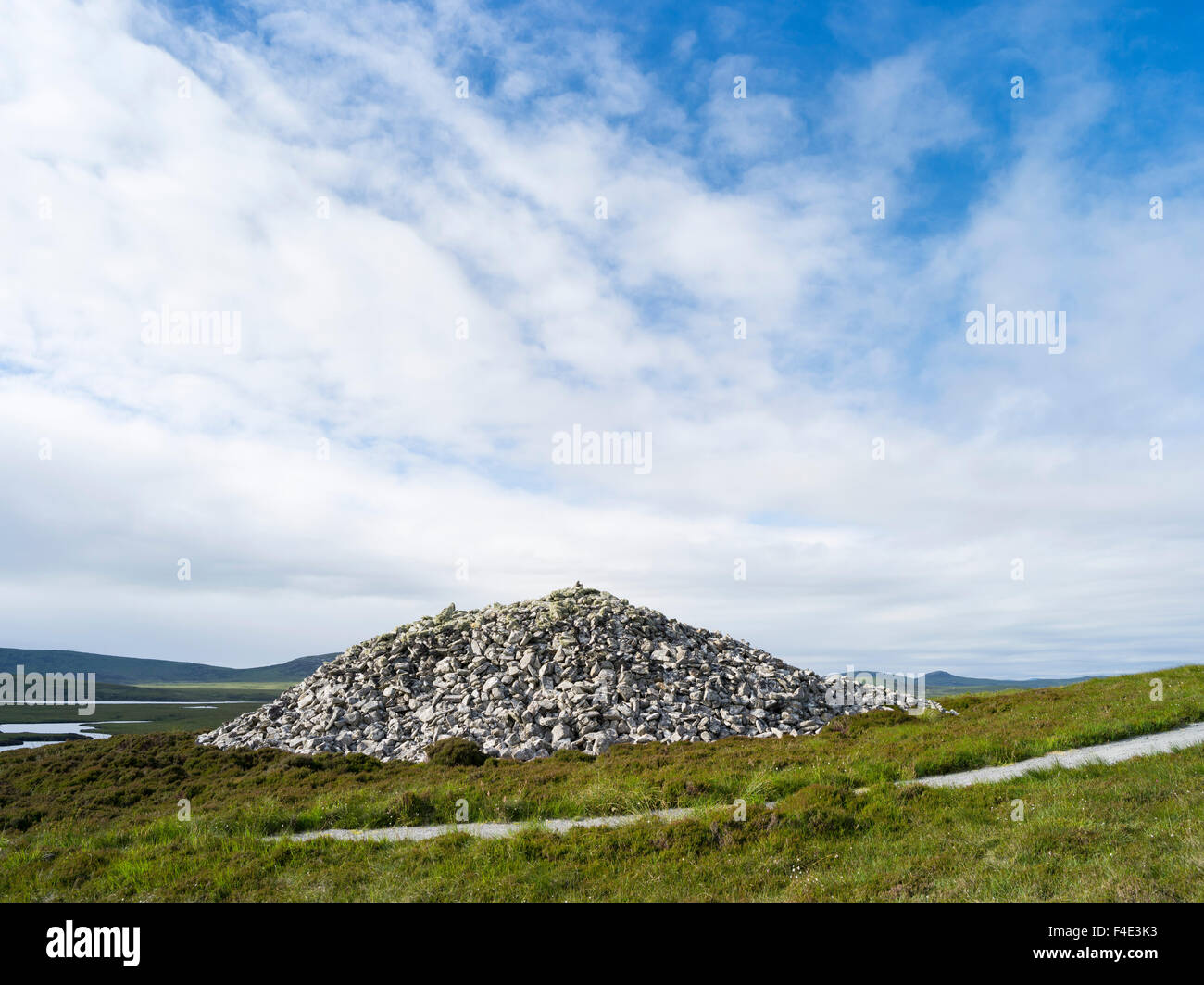 Barpa Langass Cairn, North Uist, the best preserved Neolithic chambered cairn. Europe, Scotland (Large format sizes - Stock Image