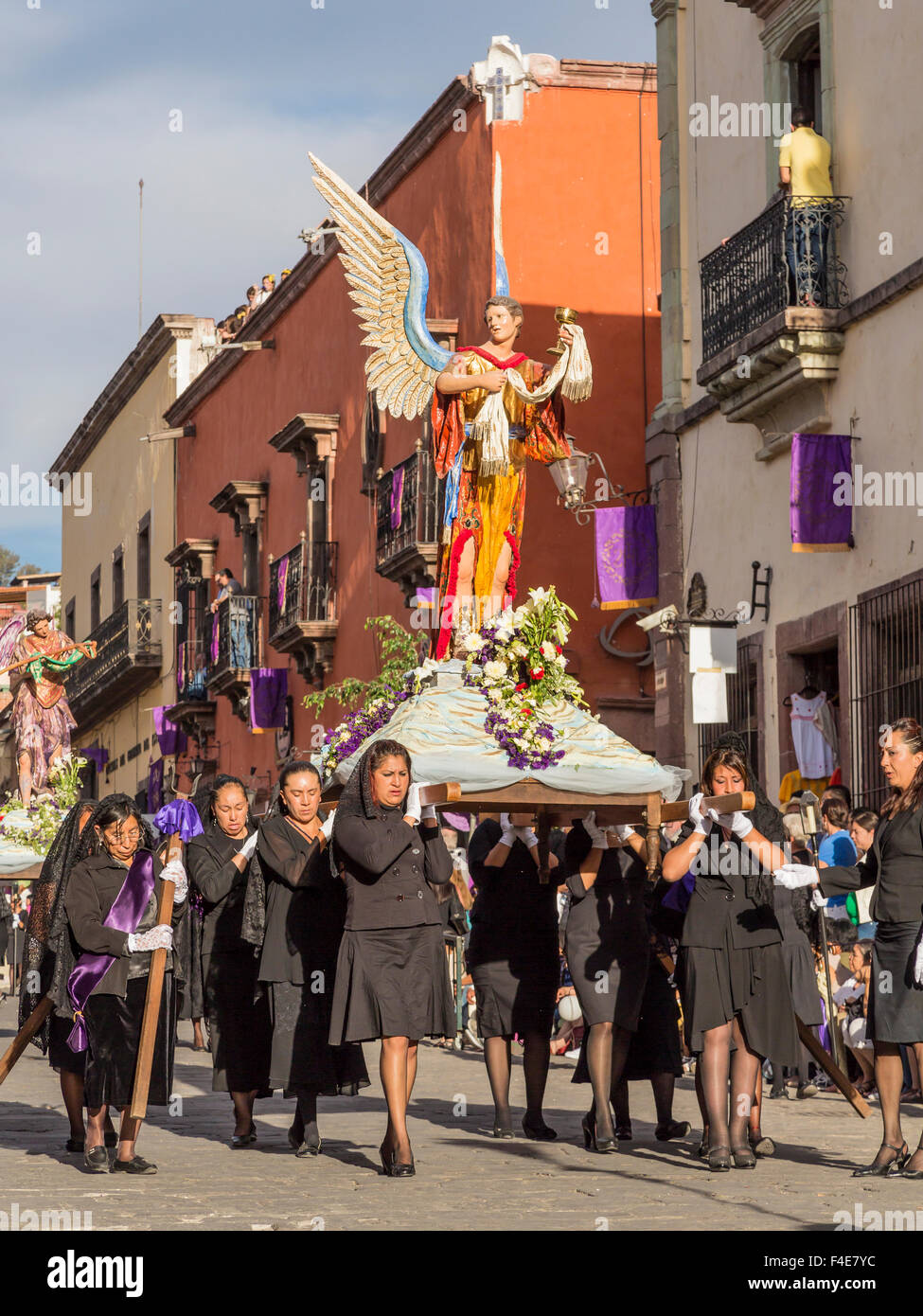 Mexico, San Miguel de Allende. Angel statue being carried in Good Friday procession. Credit as: Don Paulson / Jaynes - Stock Image