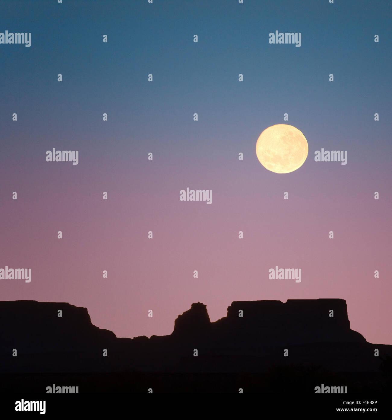 USA, Arizona. Moonrise over butte. Credit as: Don Paulson / Jaynes Gallery / DanitaDelimont.com - Stock Image
