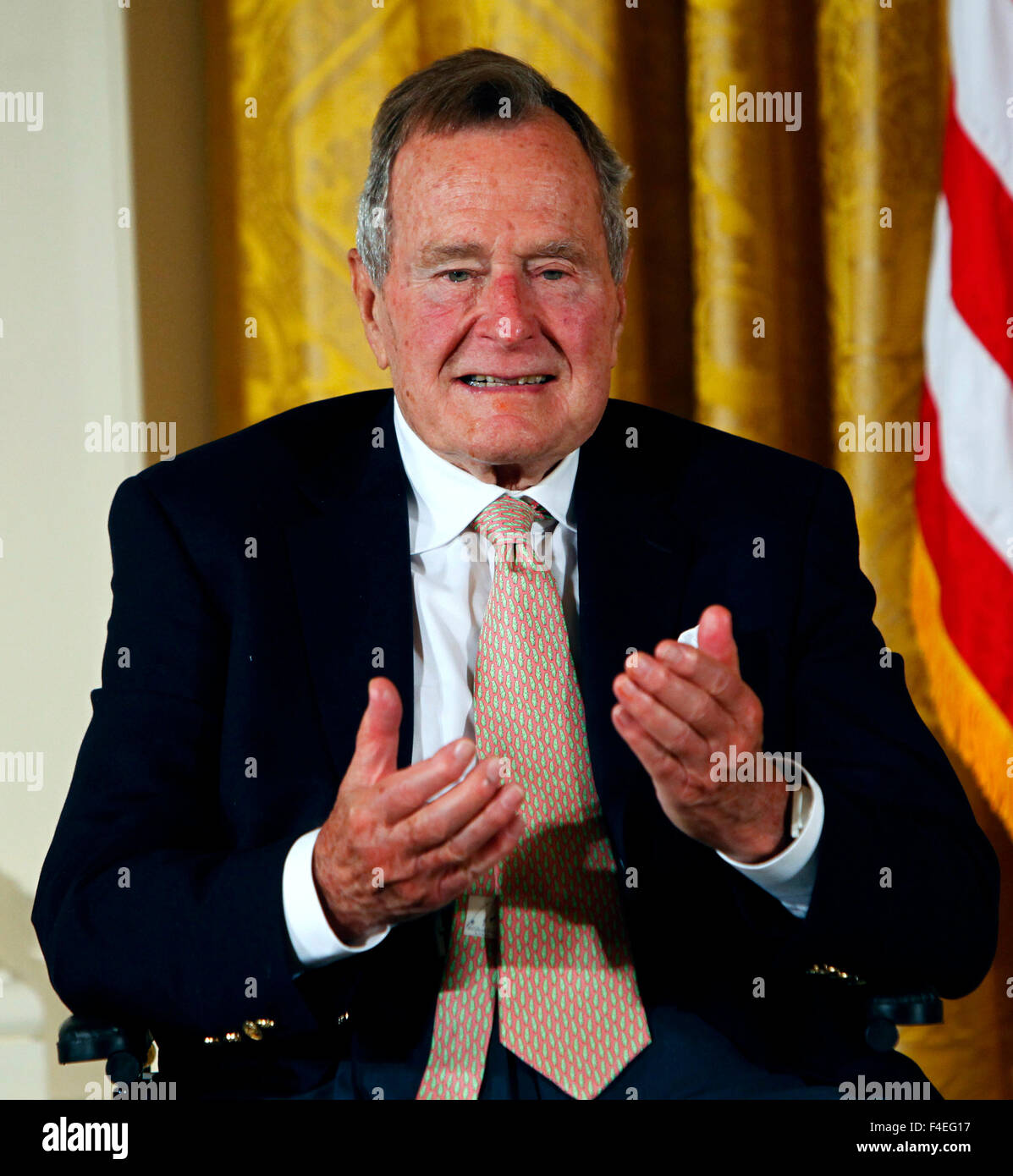 Former President George H.W. Bush and President Barack Obama at a ceremony in the East Room of the White House to - Stock Image
