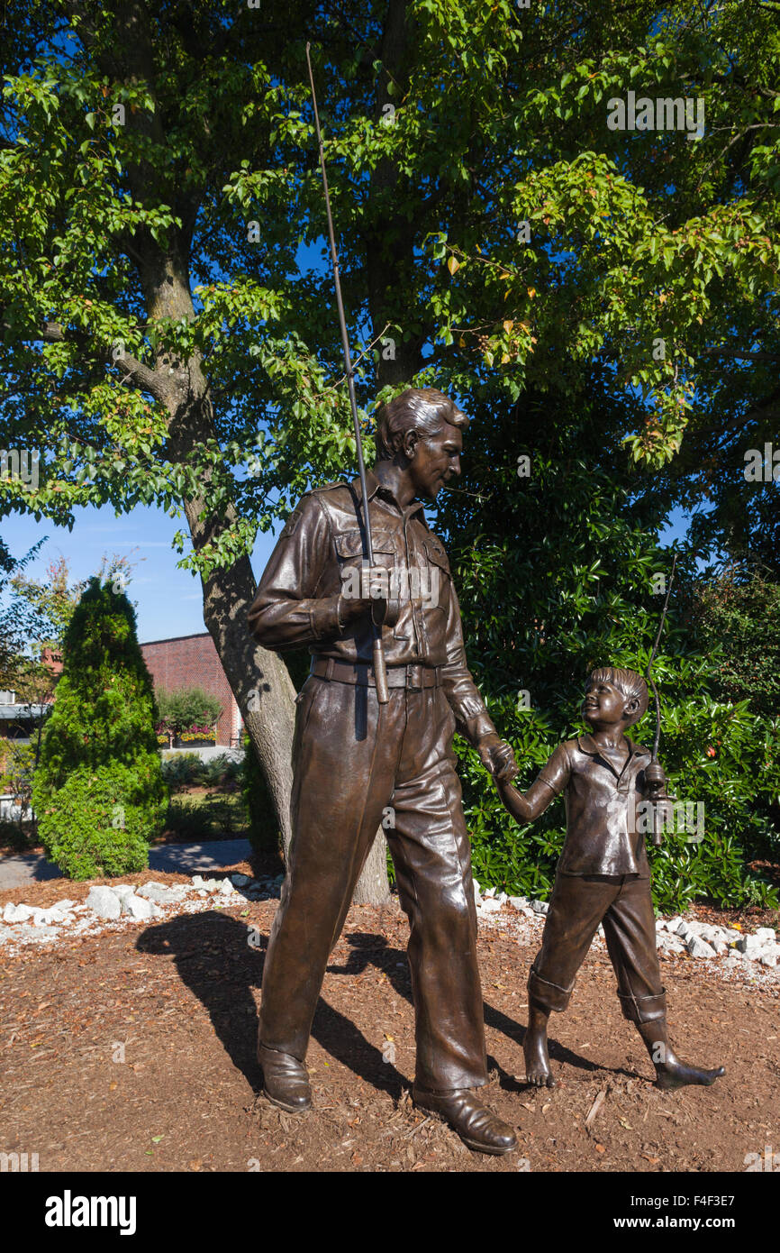 North Carolina, Mt. Airy, statue of Andy and Opie, characters played by Andy Griffith and Ron Howard on the Andy - Stock Image