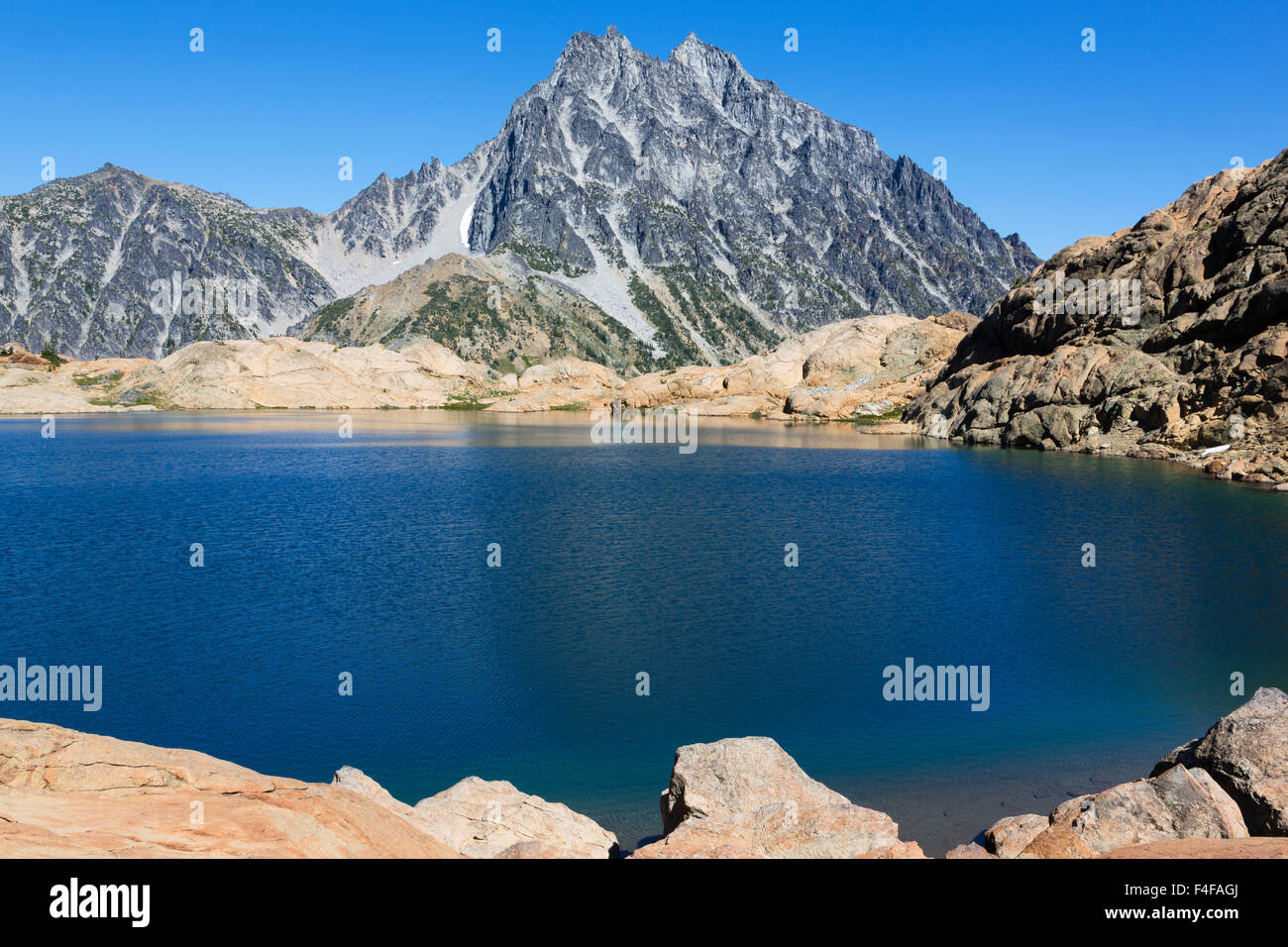 USA, Washington, Alpine Lakes Wilderness, Ingalls Lake and Mount Stuart. - Stock Image
