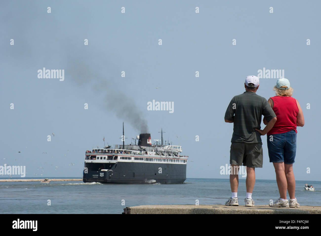 Wisconsin, Lake Michigan, Manitowoc. People watching S.S. Badger, only coal-fired passenger steamship in the US, - Stock Image