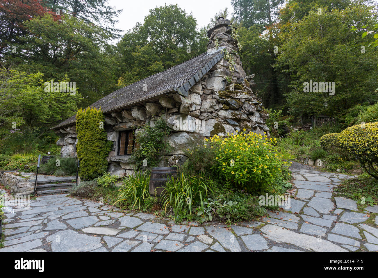 The Ugly House, or Tŷ Hyll, near Capel Curig, Snowdonia.  Owned by the Snowdonia Society as a tea room and visitor - Stock Image