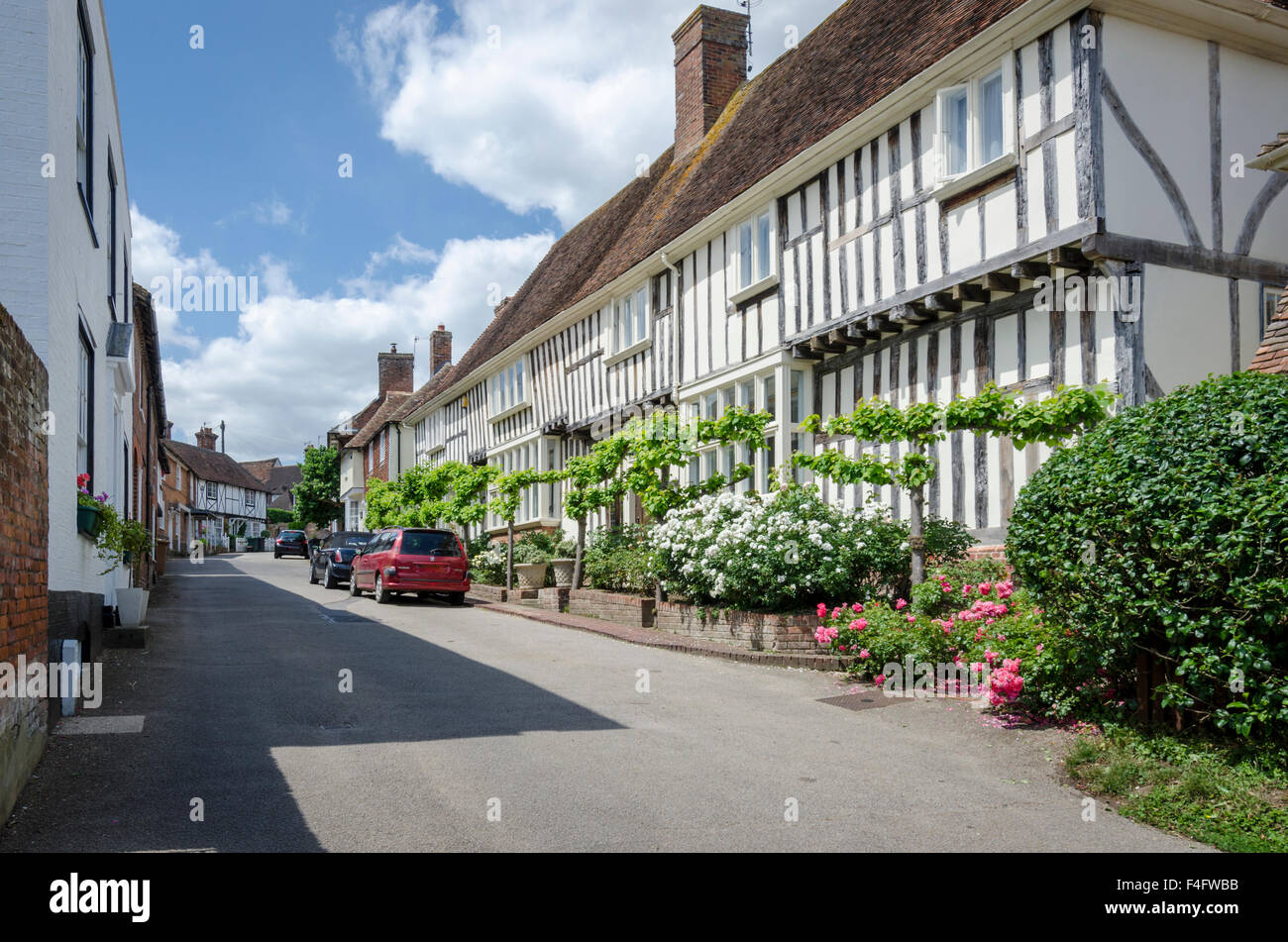 Pretty street in the village of Chilham, Kent, UK, with tudor cottage in the foreground - Stock Image