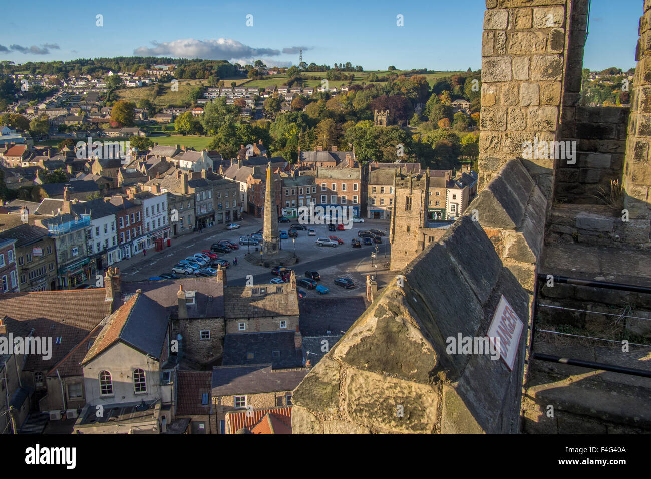 Richmond town centre as seen from the castle, Richmondshire, North Yorkshire, England. - Stock Image