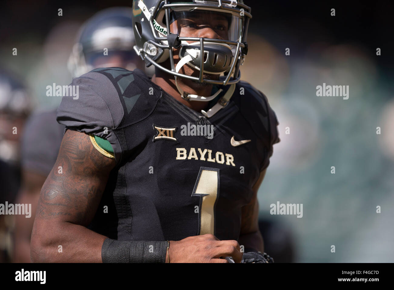 Waco, Texas, USA. 17th Oct, 2015. Corey Coleman (1) of the Baylor Bears warming up before the NCAA football game Stock Photo