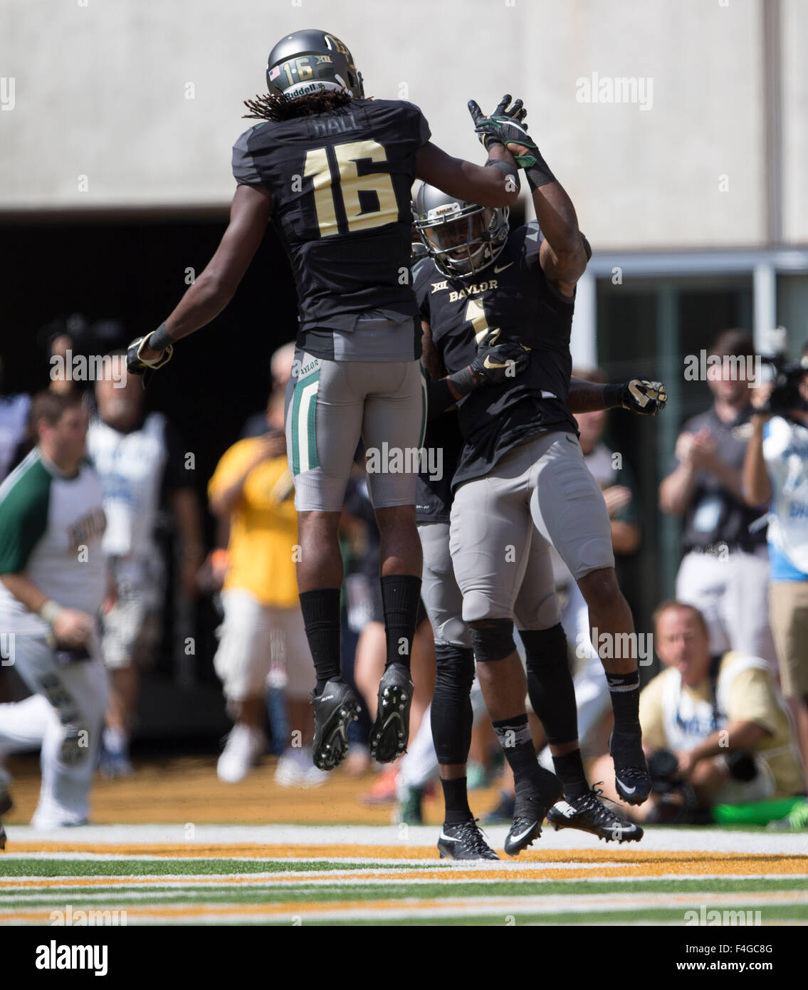 Waco, Texas, USA. 17th Oct, 2015. Baylor Bears Davion Hall (16) and Corey Coleman (1) celebrate touchdown during Stock Photo