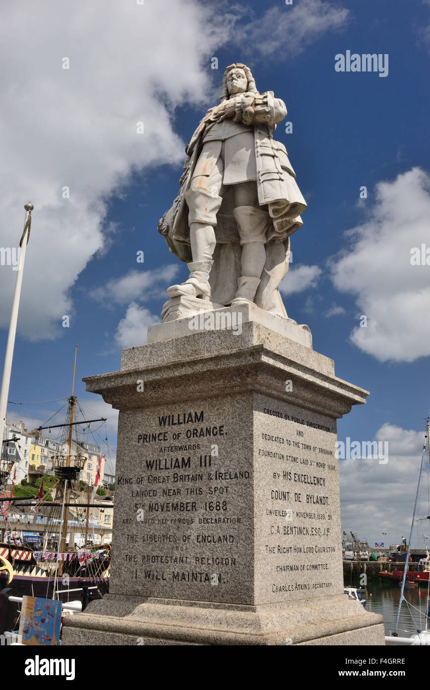 Statue of William, Prince of Orange, beside the harbour at Brixham where he came ashore in 1688 to claim the British - Stock Image