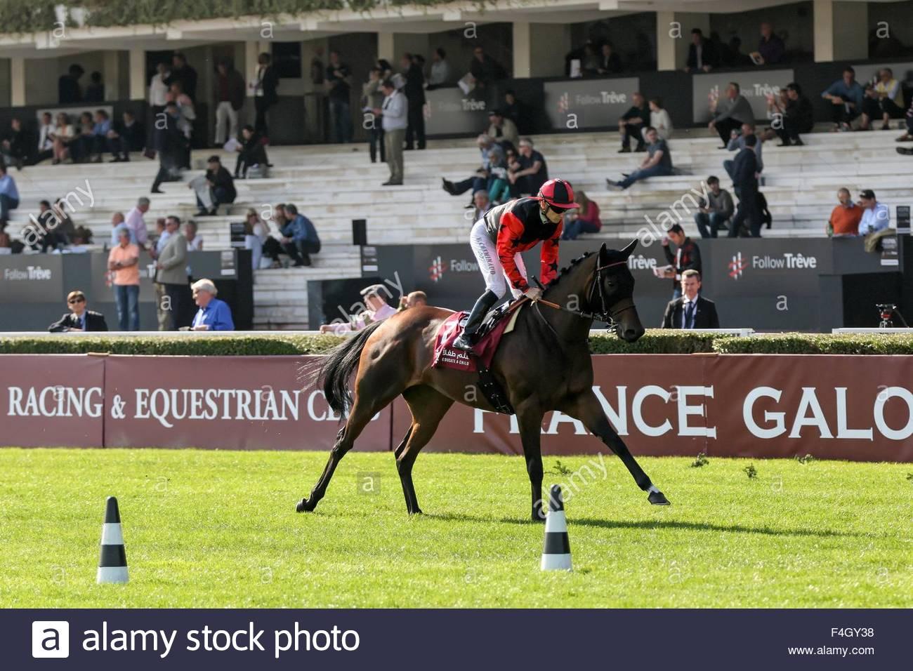 Paris, France. October 3rd, 2015. FRANCE, Paris: French jockey Vincent Cheminaud (C) wins Qatar Grand Handicap des - Stock Image