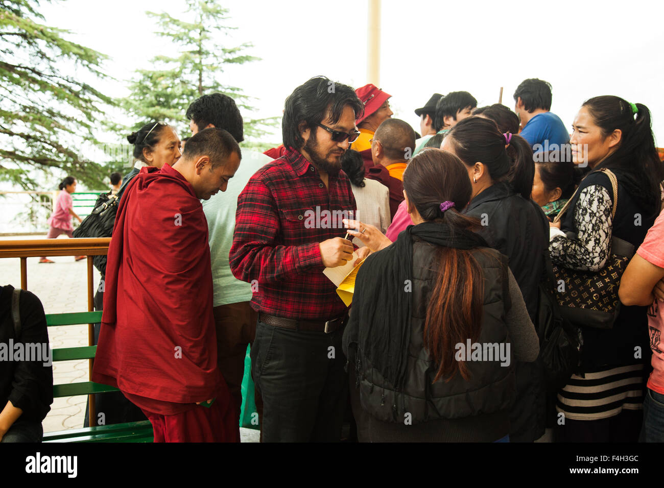 Mcleodganj, Himachal Pradesh. 18 october 2015.  Lukar Jam talking to people at Tibetan parliamentary election. - Stock Image