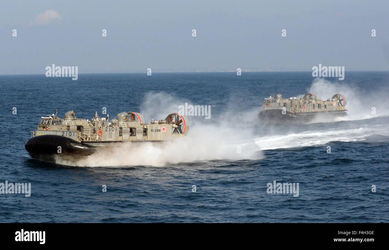 (151018) -- KANAGAWA, Oct. 18, 2015 (Xinhua) -- Japan's Maritime Self-Defense Force (MSDF) vessels sail during - Stock Image