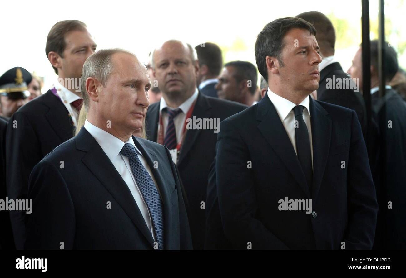 Russian President Vladimir Putin with Italian Prime Minister Matteo Renzi at the opening ceremony of 2015 Expo in - Stock Image