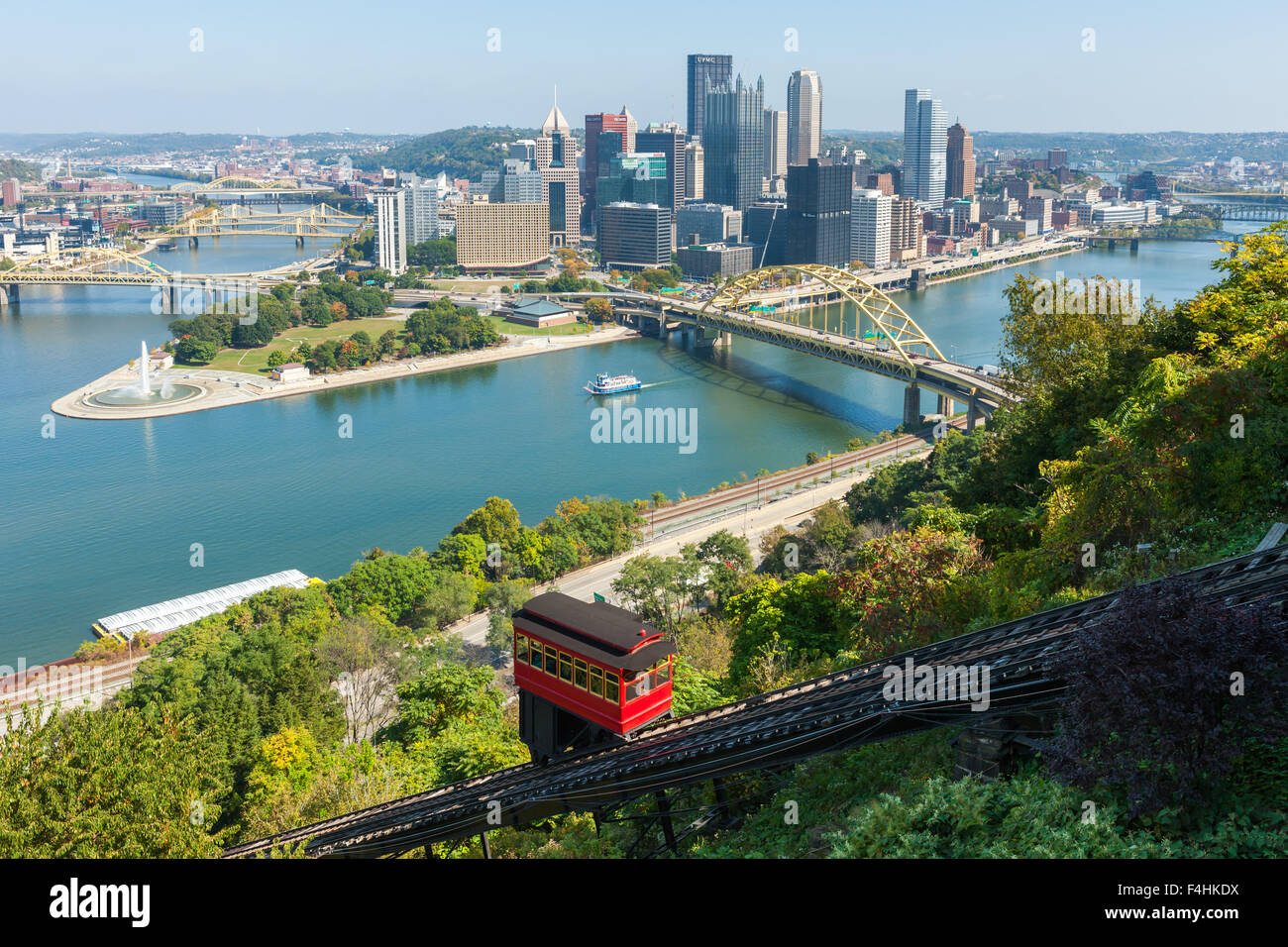 The Duquesne incline descends from Mt. Washington, with the skyline in the background in Pittsburgh, Pennsylvania. - Stock Image