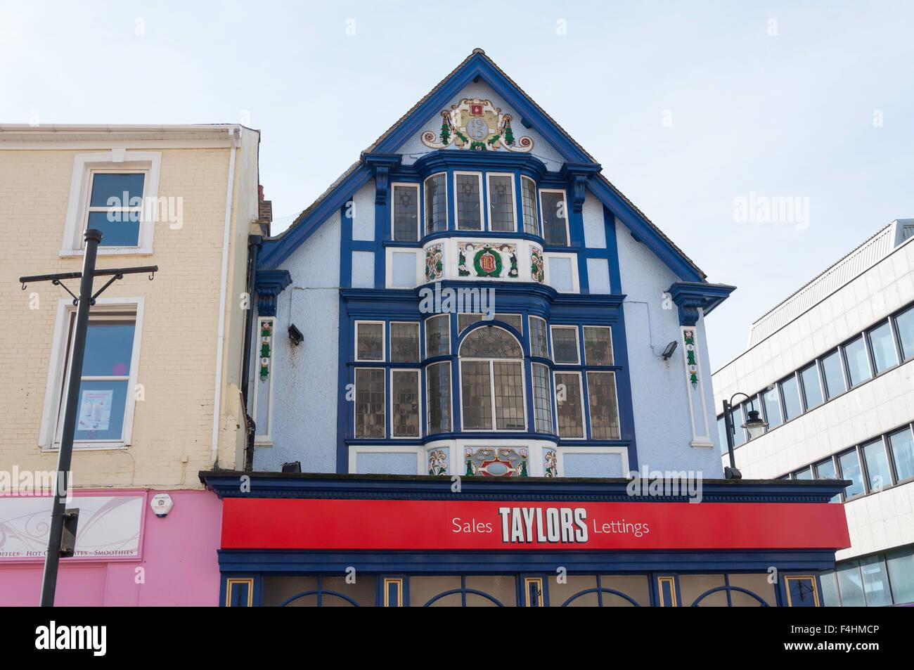 Ornate Edwardian building, cnr. George & Chapel Streets, Luton, Bedfordshire, England, United Kingdom - Stock Image