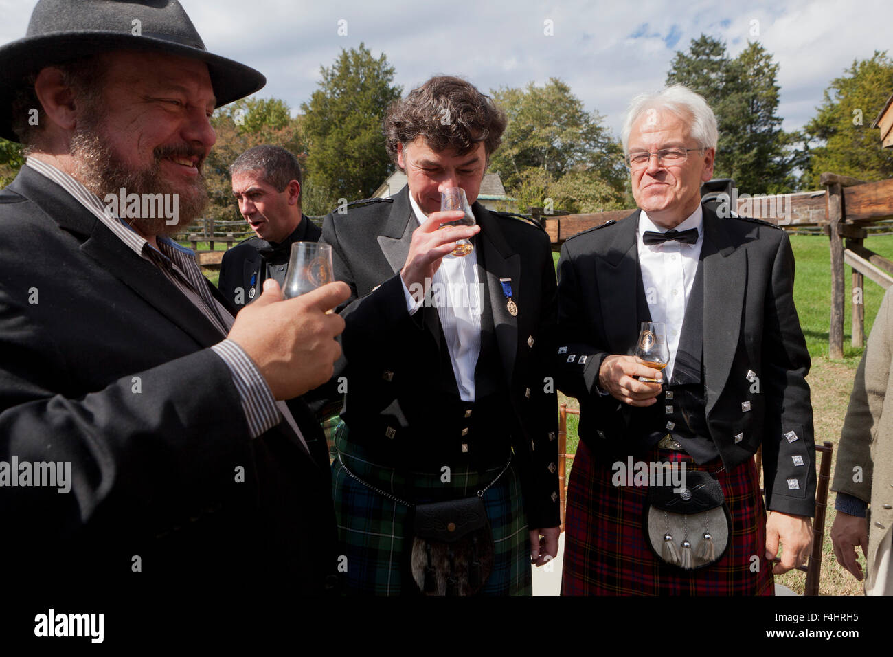 Dave Pickerell, Andy Cant and Dr. William Lumsden tasting George Washington's Distillery Single Malt Whisky - Stock Image