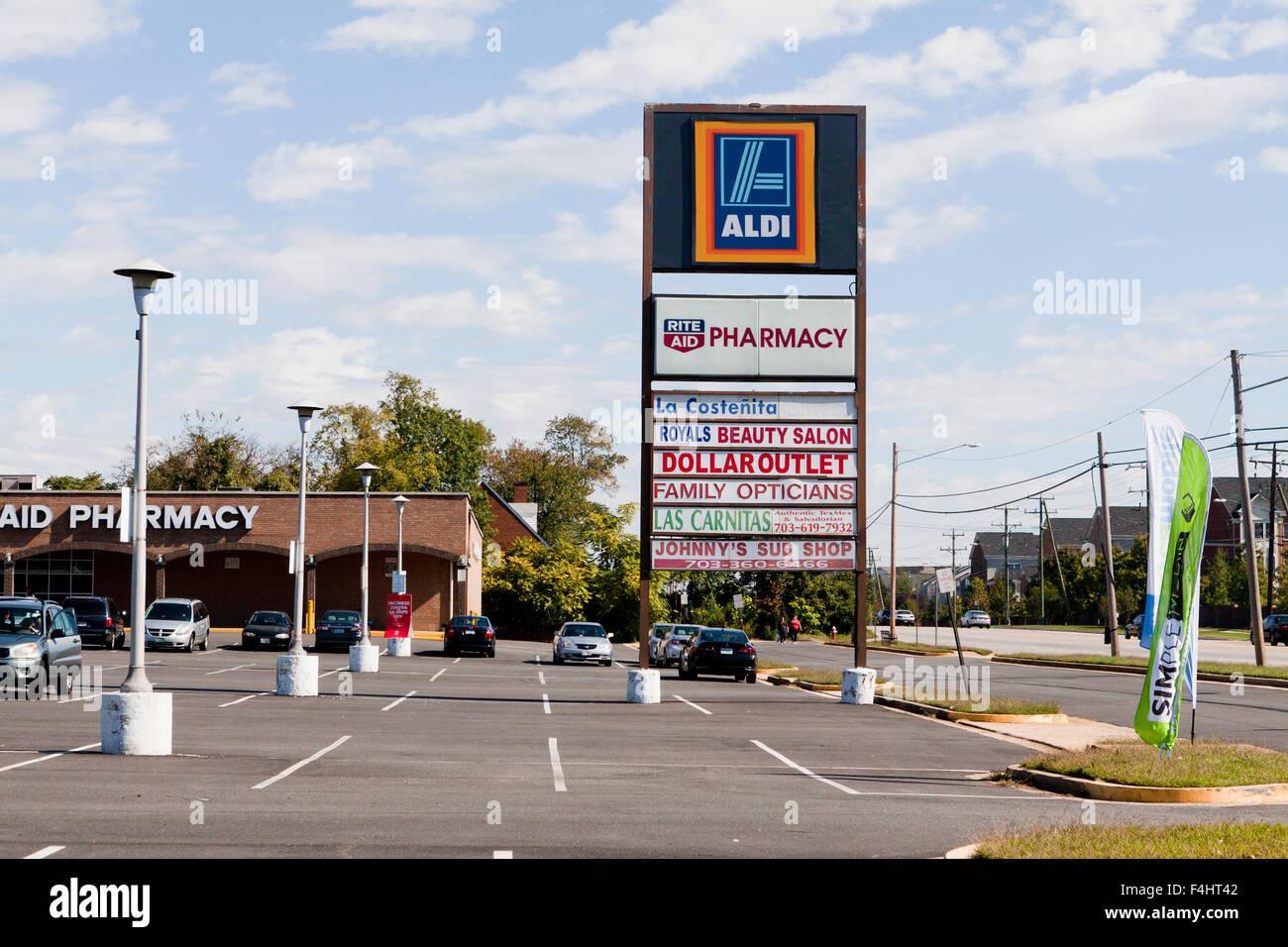 Strip mall store sign - Alexandria, Virginia USA - Stock Image
