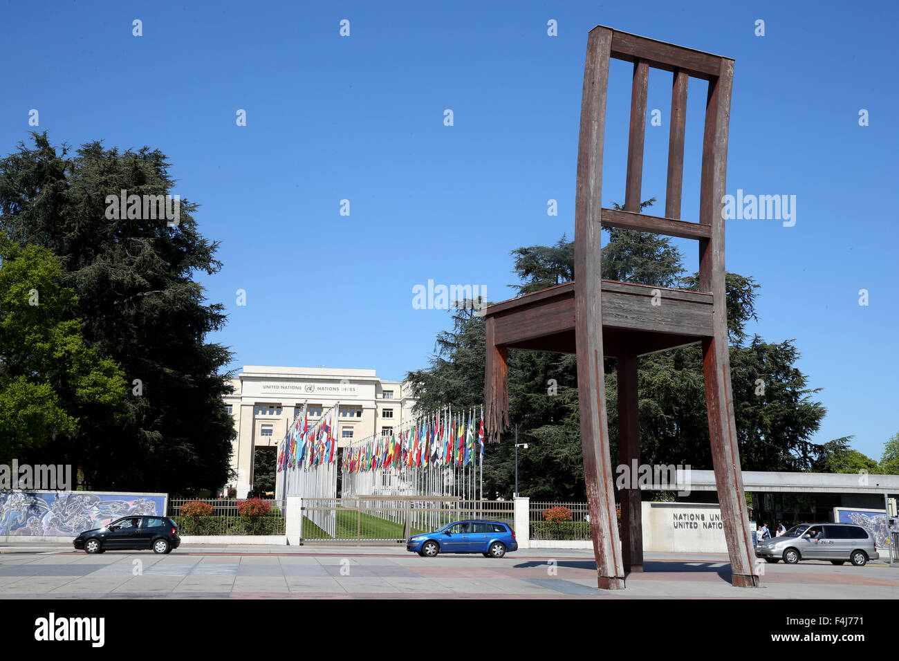 The Broken Chair, Memorial to the Victims of Landmines in front of the United Nations Building, Geneva, Switzerland - Stock Image