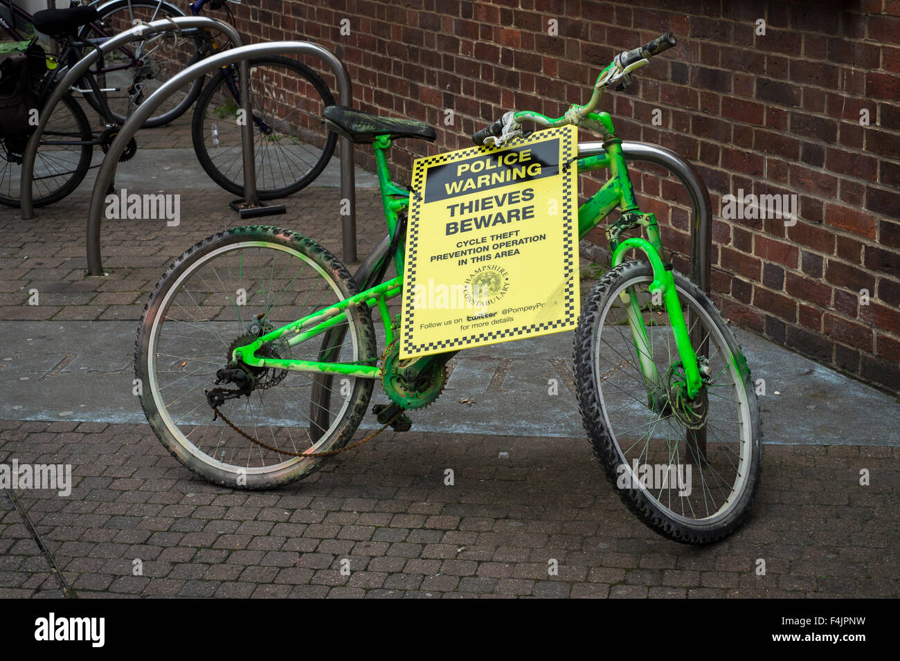 Bicycle with a Police Warning Thieves Beware sign attached. - Stock Image