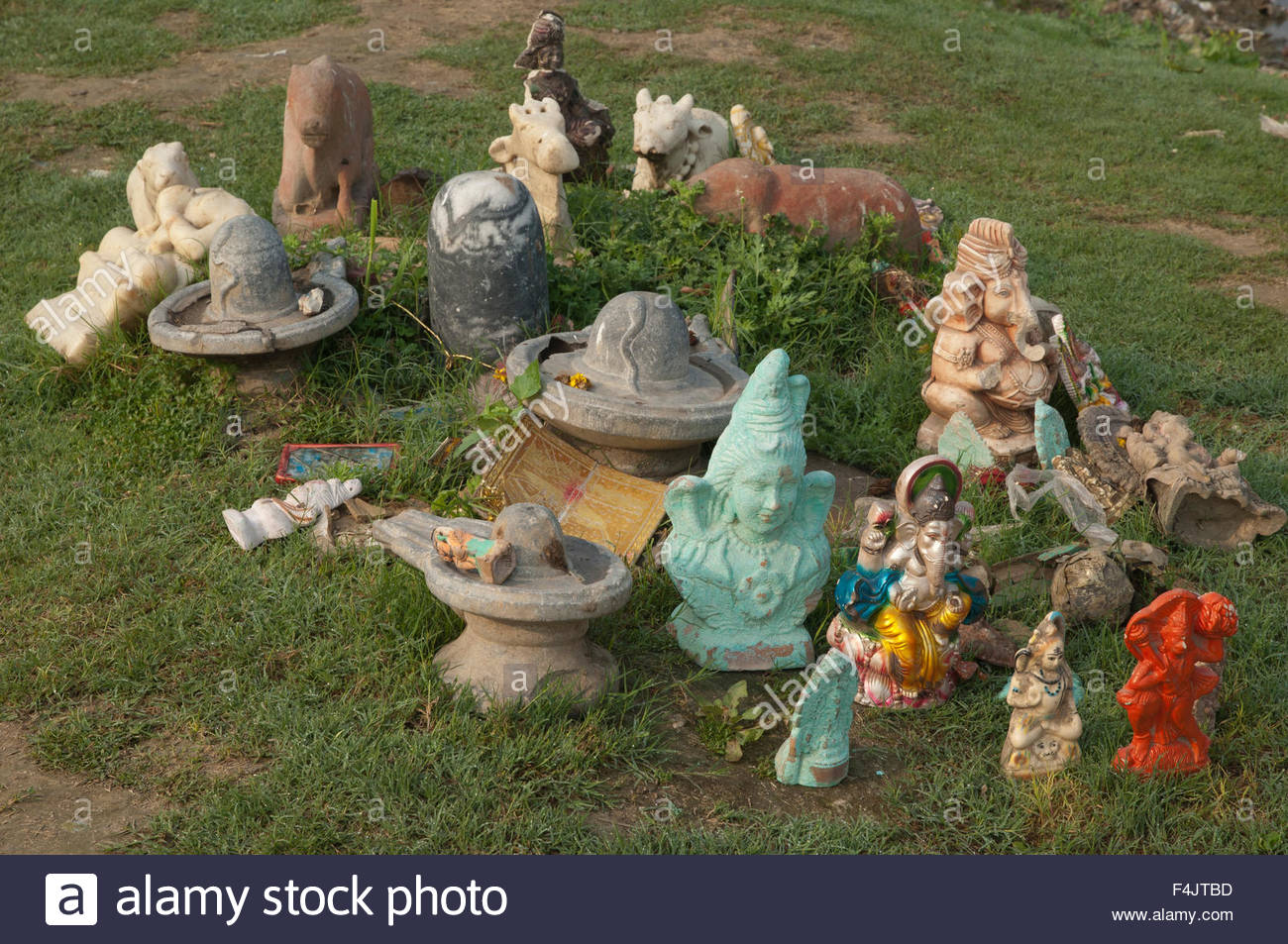 Religious figures representing to Hindu deities. Yamuna river. Agra. Uttar Pradesh. India. - Stock Image