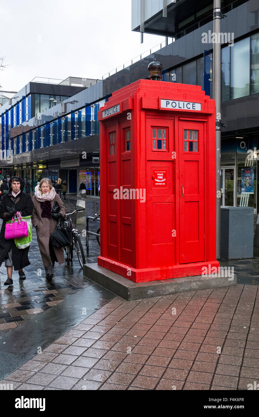 red police telephone box high street scotland uk - Stock Image