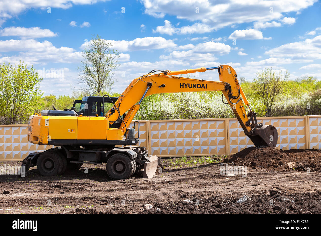 Hyundai Excavator High Resolution Stock Photography And Images Alamy
