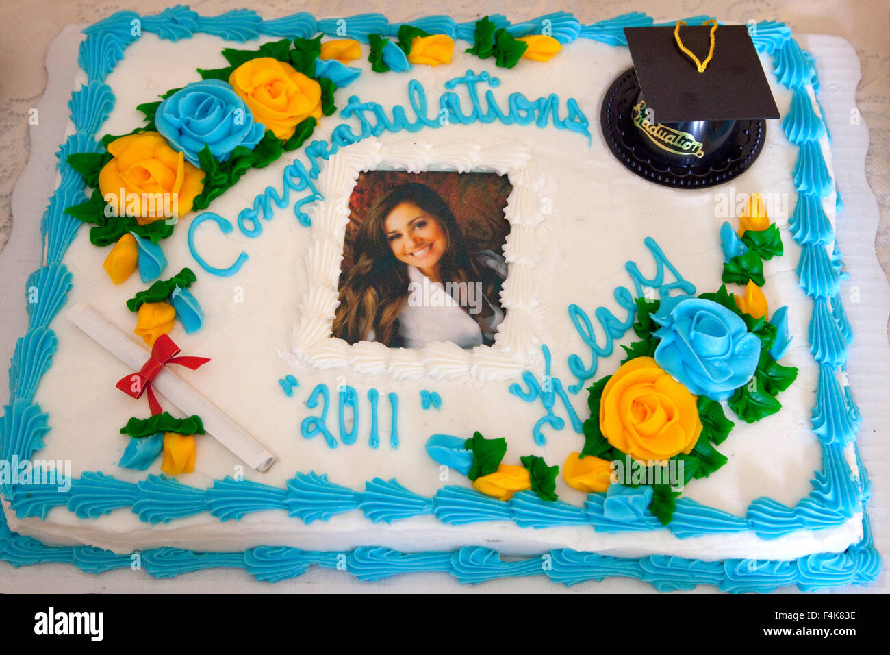 Graduation cake decorated with diploma, cap with tassel and flowers. Mahtomedi Minnesota MN USA - Stock Image
