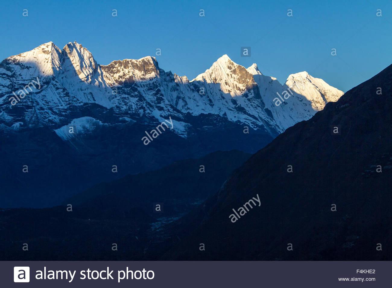 Stark Himalaya Mountains float majestically above the landscape - Stock Image