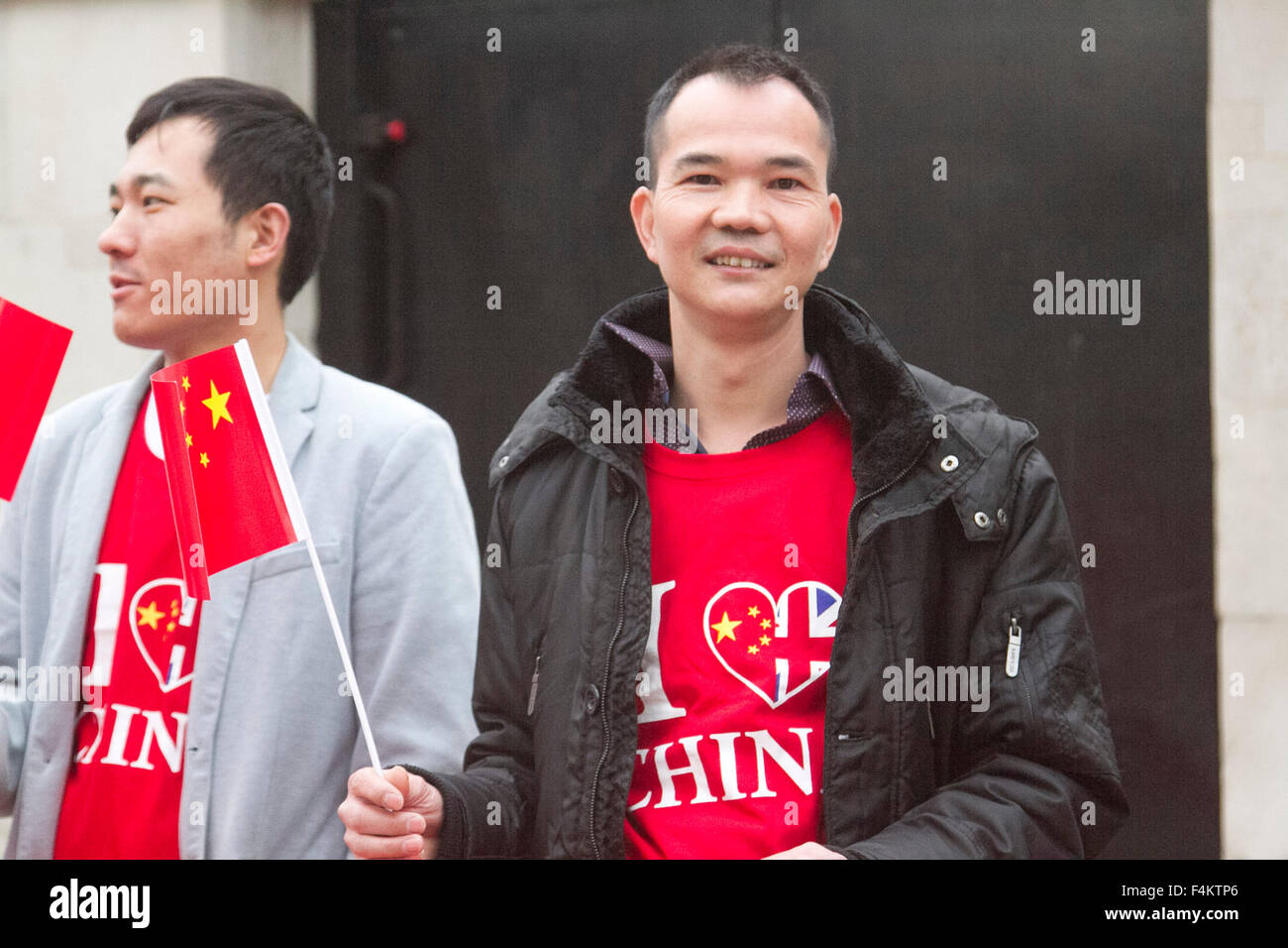 London UK. 20th October 2015. Supporters of Chinese President Xi Jinping with banners and flags outside Horse Guards - Stock Image