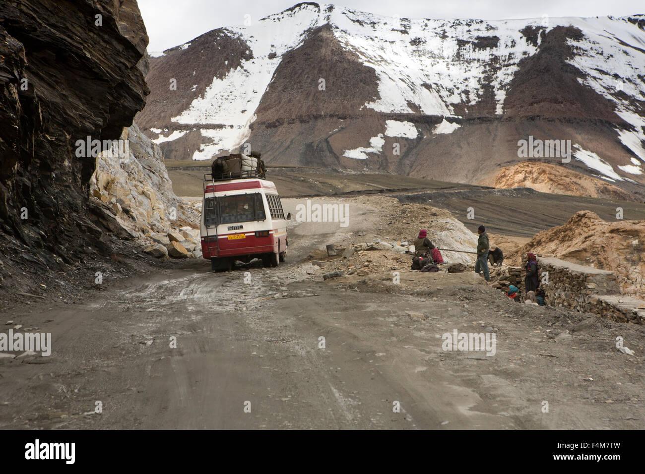 India, Jammu & Kashmir, Ladakh, Taglang La pass, bus to Manali on rough section through mountains - Stock Image