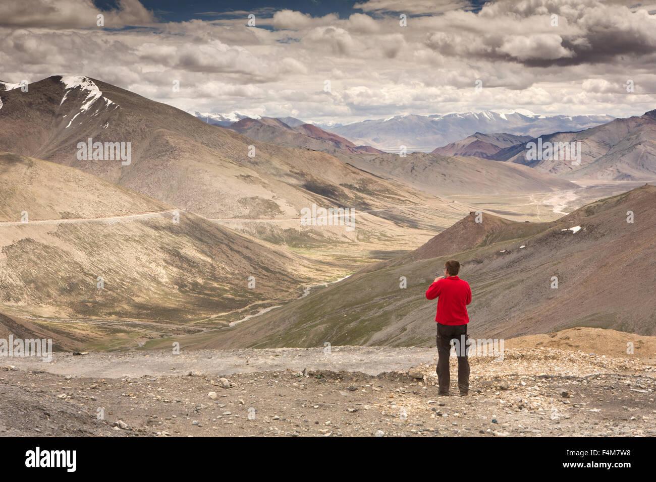 India, Jammu & Kashmir, Ladakh, Taglang La pass top, Indian tourist at summit photographing mountains - Stock Image