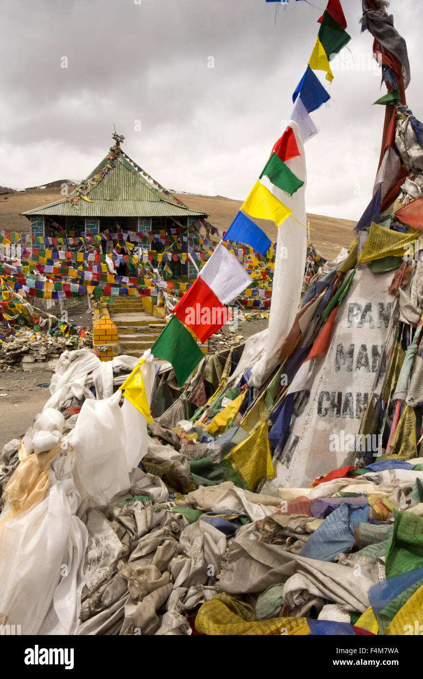 India, Jammu & Kashmir, Ladakh, Taglang La pass top, summit prayer flags - Stock Image
