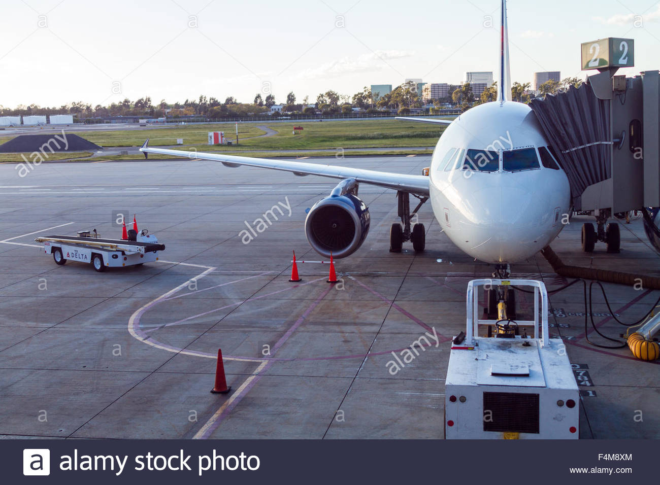 An American Airlines Boeing 737 sits at the gate at John Wayne Airport, California - Stock Image
