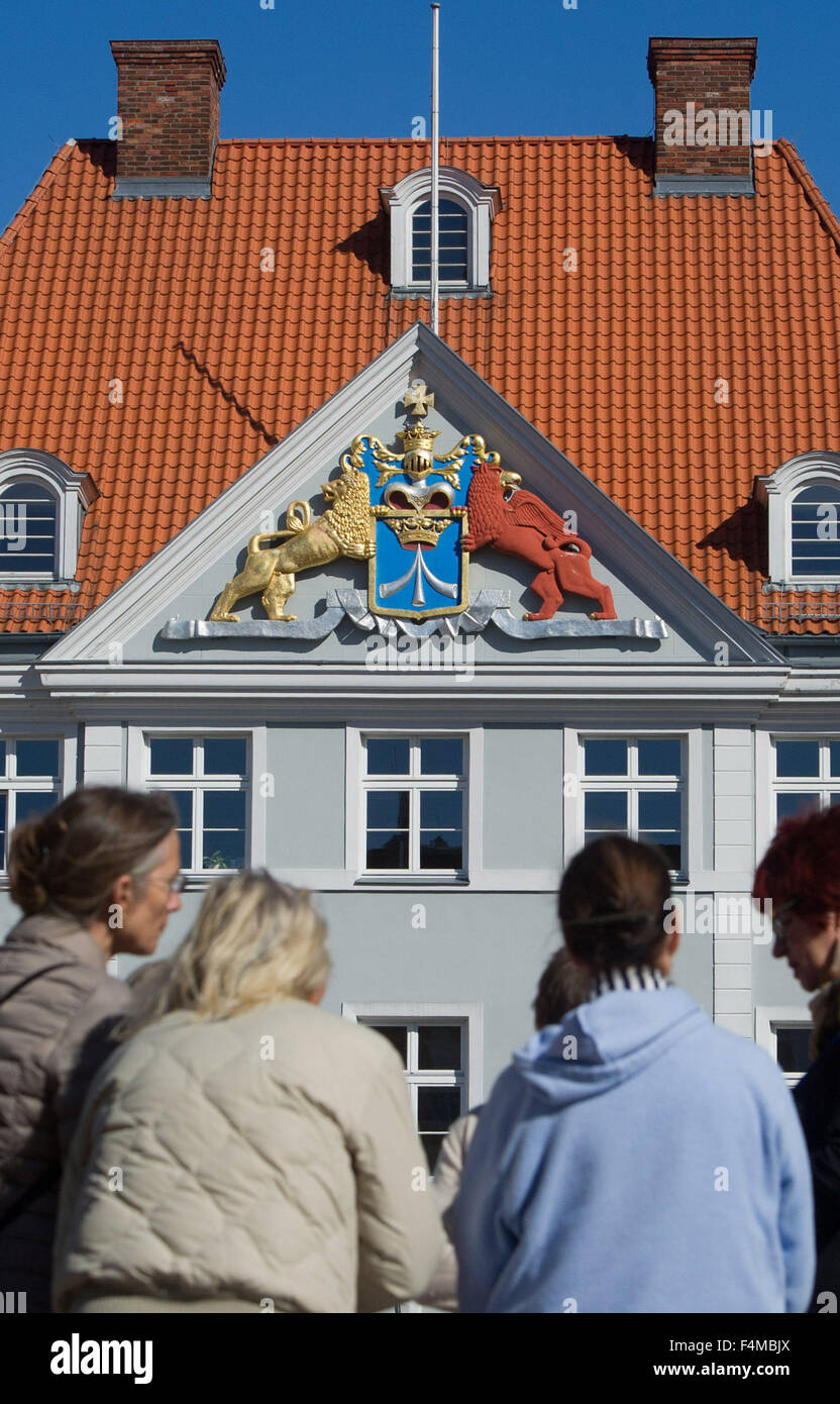 Stralsund, Germany. 07th Sep, 2015. The Swedish crest at the former headquarters of the Swedish garrison points - Stock Image